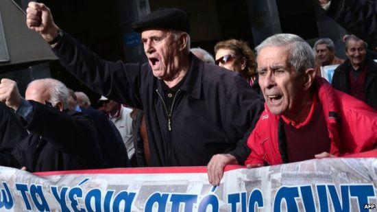 被削减养老金的老年人是最愤怒的群体之一